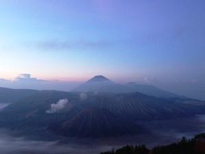 Sonnenaufgang über dem Bromo Vulkan auf Java