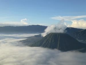 Bromo Vulkan im Nebel