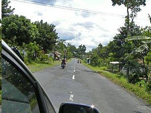 Linksverkehr auf den indonesischen Straßen.