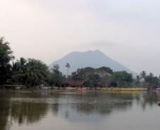 Vulkane, Tempel und Strände