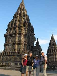 Reisende am Prambanan Tempel