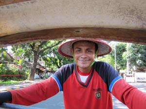 Becakfahrer in den Straßen von Yogyakarta.