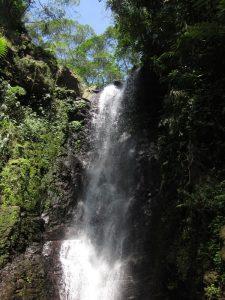 Ein Wasserfalls bei Bandung auf der Insel Java.