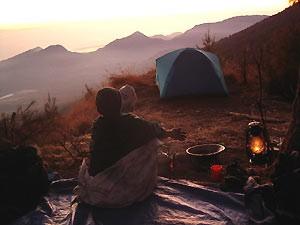 Zeltcamp im Sonnenuntergang auf dem Rinjani Vulkan.