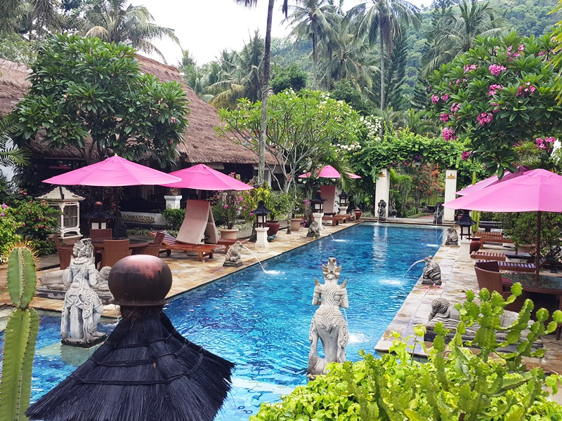 Entspannte Umgebung mit Pool