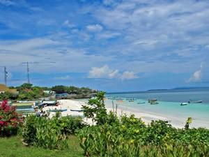 Blick auf Biras Bounty-Strand - Sulawesi und Bali