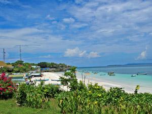 Blick auf den Bounty-Strand von Bira