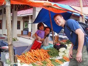 Besuch auf einem Markt im Norden Sulawesis.