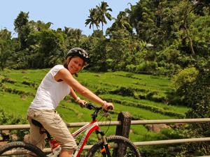 Radtour zu Reisfeldern und Wasserfällen
