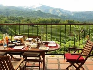 Frühstück mit Blick auf Reisterrassen in Malino.