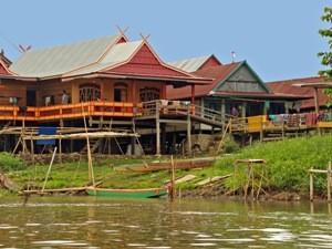 Sulawesi Dorf auf Pfählen.
