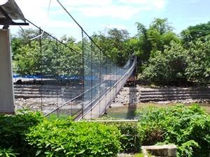 Hängebrücke auf dem Weg nach Bukit Lawang auf Sumatra