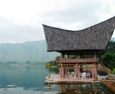 Märchenhaftes Samosir: Tobasee und Batak-Häuser