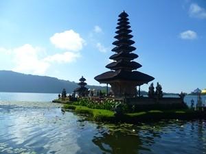 Tempel Pura Ulun Danu in Munduk - Sulawesi und Bali