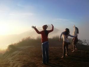 Reisende auf dem Gunung Batur