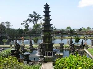 Turm im Wasserpalast in Tirtagangga - Sulawesi und Bali
