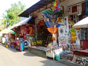 Es befinden sich viele kleiner Läden in Ubud