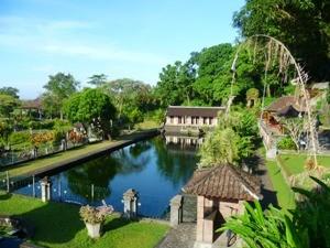Wasserbecken zum Baden am Wasserpalast von Tirtagangga