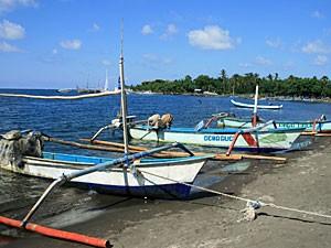 Boote am Strand von Pemuteran