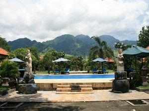 Swimmingpool in Pemuteran - Highlights von Java und Bali