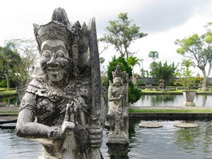 Statue im Wasserpalast in Tirtagangga