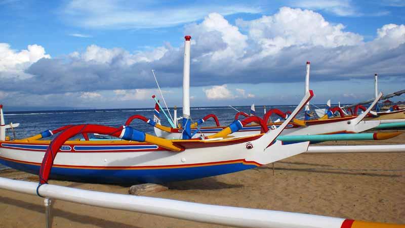 Am Strand Sanur erleben