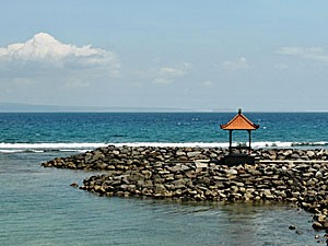 Küste in Candidasa im Osten Balis
