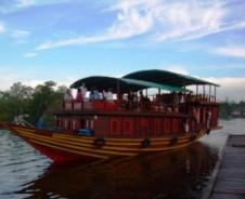 Flussaufwärts zu Orang Utans und Naturvölkern