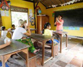 Unterricht bei Yayasan Widya Guna