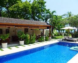 Swimmingpool bei Ihrem Hotel in Lovina