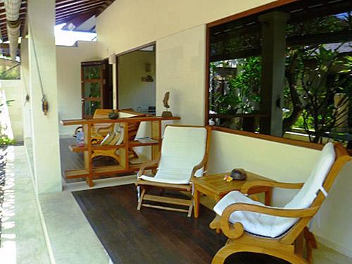 Terrasse vor Ihrem Zimmer in Lovina