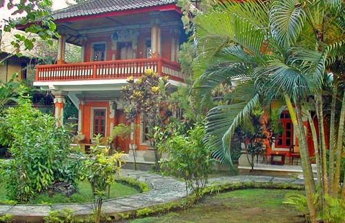 Tropischer Garten bei Ihrer Unterkunft in Lovina.
