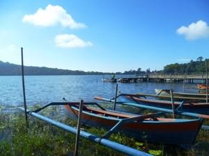 Boote am Ufer des Tempelsees