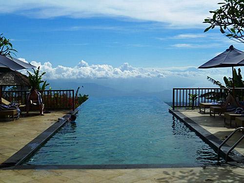 Infinity Pool im Hotel in Munduk