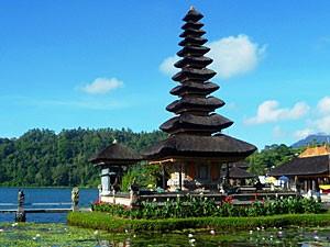 Tempel Pura Ulun Danu bei Munduk
