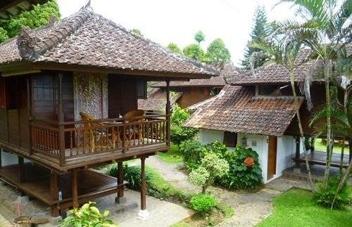 Cottages im Garten der Unterkunft in Munduk