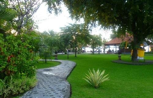 Gartenanlage in Pemuteran