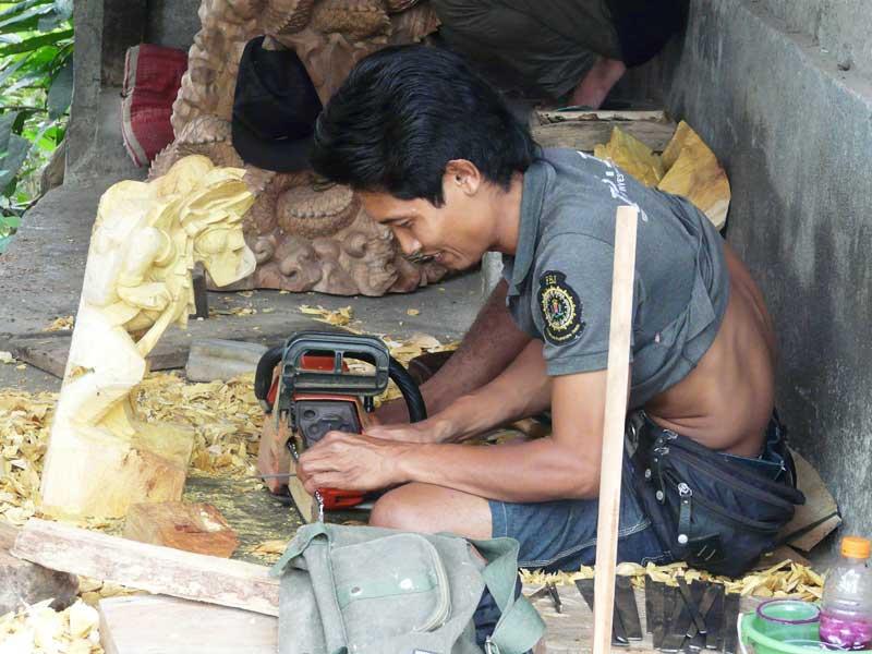 Kunstvolle Schnitzarbeiten in Ubud