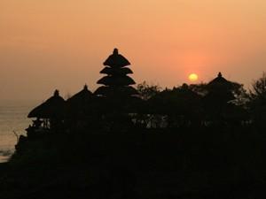 Sonnenuntergang über dem Pura Tanah Lot