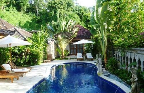 Swimmingpool am Wasserpalasthotel