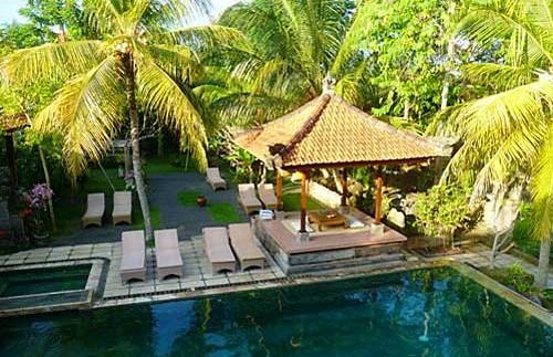 Swimmingpool am Hotel in den Reisfeldern um Ubud