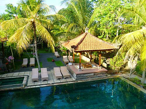 Swimmingpool am Hotel in den Reisfeldern um Ubud