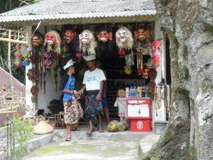 In Ubud finden Sie zahlreiche Läden mit Souvenirs und Kunsthandwerk - Java, Bali und Sumatra