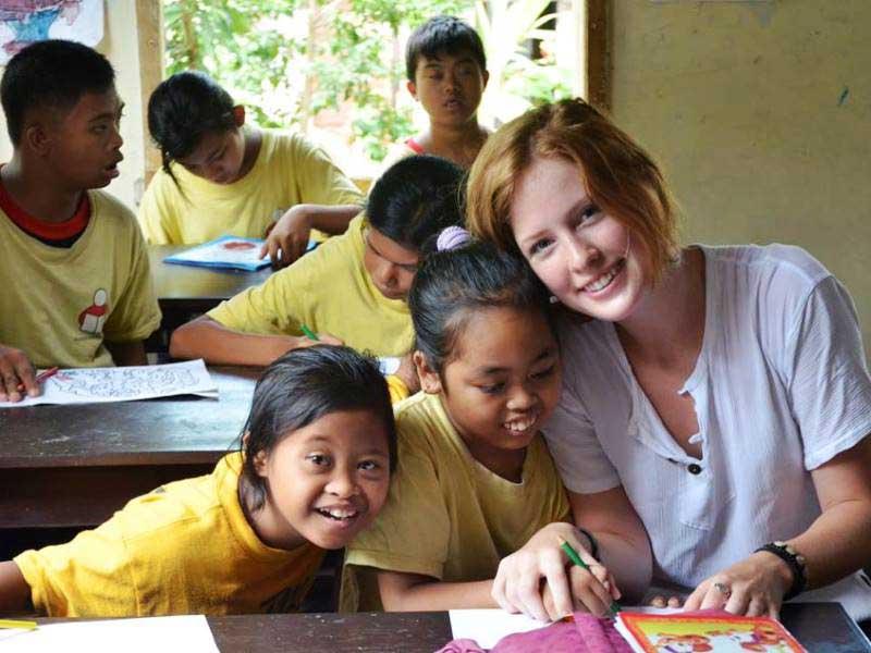 Als Volunteer helfen Sie beim Unterricht