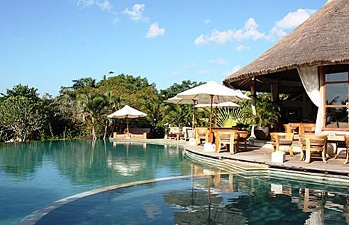 Pool und Restaurant in Balangan