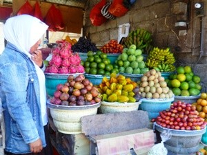 Eine Frau auf dem lokalen Markt