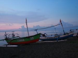 Boote am Strand von Lovina