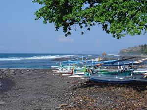 Fischerboote vor der Ostküste Balis