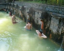 Reisender in den Hot Springs von Bajar
