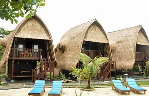 Huts am Strand von Nusa Lembongan